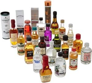 Inhalt des Spirituosen Adventskalenders von Amazon in kleinen Flaschen