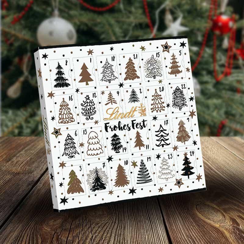 Lindt Adventskalender vorm Weihnachtsbaum