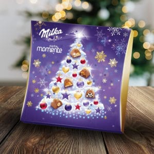 Milka-Adventskalender vorm Weihnachtsbaum