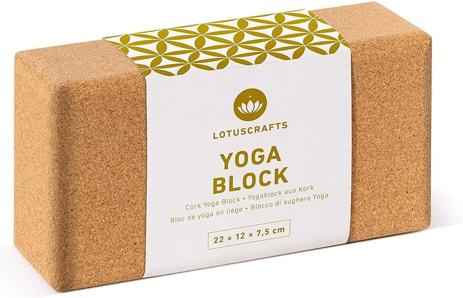 Unser Yogablock aus Kork ist ein praktisches Yoga-Hilfsmittel und unterstützt dich vorallem beim Erlernen von neuen Asanas und wenn du noch etwas verkürzt bist. Somit kannst du trotz Verkürzungen die Yoga-Übungen richtig ausführen und lernst von Beginn an die richtige Technik.